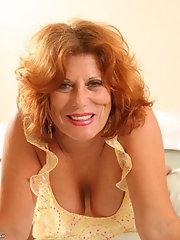 Redhead mature babe sucking a fat dick