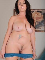 brunette milf Curvy