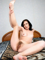 Pussy hairy in bed Naked brunette
